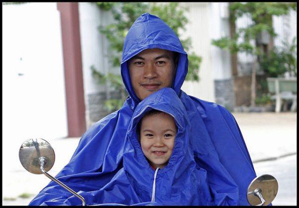 Áo mưa 2 đầu siêu rộng Ao-mua-2-dau-vai-du-600x418